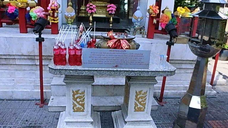タイの街に建てられているブラフマーの祠?はいろいろ!ものすごいのを見つけた